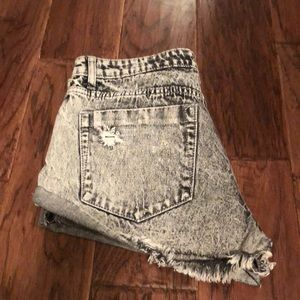 COTTON ON The Frayed Mid Rise Shorts - Size 4